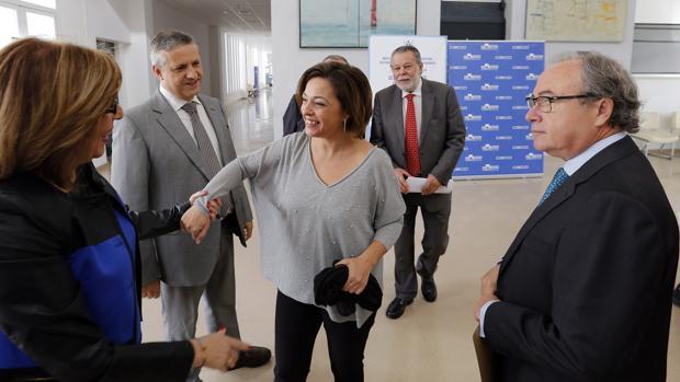 La alcaldesa, con los responsables del estudio