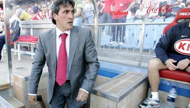 Pepe Murcia, en el banquillo del Vicente Calderón