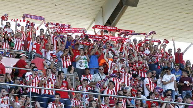 Aficionados del Almería en El Arcángel