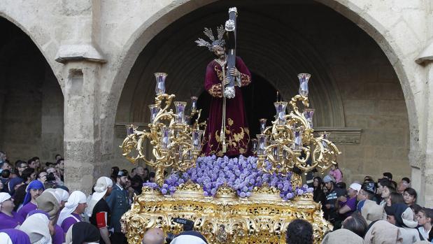 Nuestro Padre Jesús del Calvario, durante su salida