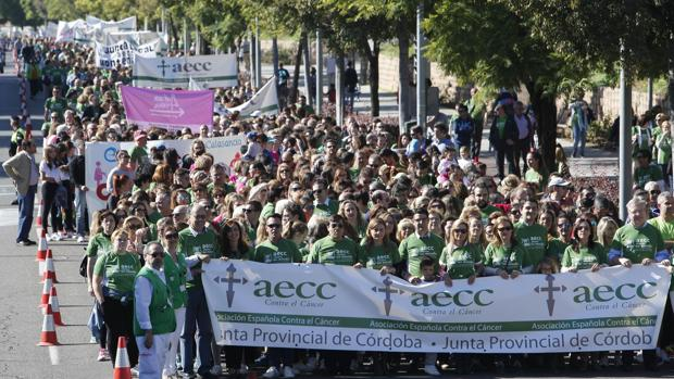 Algunas de las personas que se congregaron hoy para formar parte de la X Marcha de la AECC