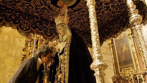 Besamanos de Gracia y Amparo en San Nicolás