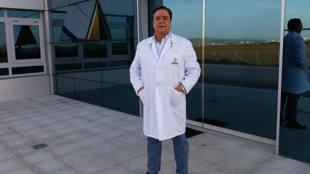 El consejero delegado de Guadex, Juan Martínez, ante la sefe de la empresa