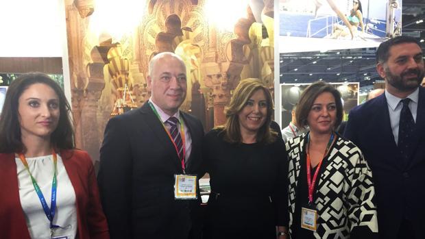 La alcaldesa, junto a Susana Díaz y Antonio Ruiz