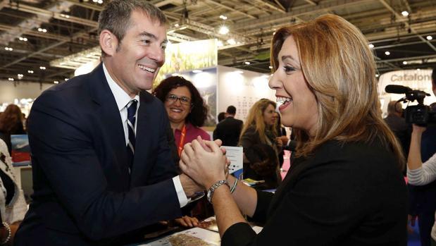 Díaz, saluda al presidente de Canarias, Fernando Clavijo, en el World Travel Market