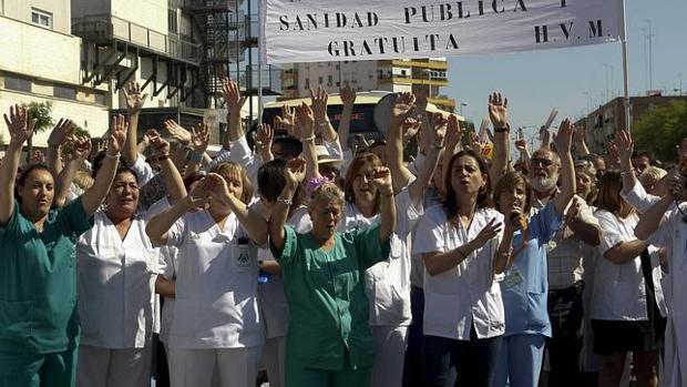 Manifestación de sanitarios contra los recortes de la Junta de Andalucía