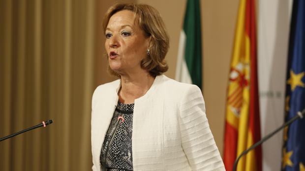 Carmen Ortiz, conejera de Agricultura de la Junta