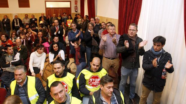 Trabajadores del Cosmos en un pleno del Ayuntamiento de Córdoba