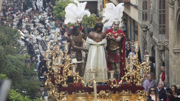 Nuestro Padre Jesús de las Penas, durante su procesión