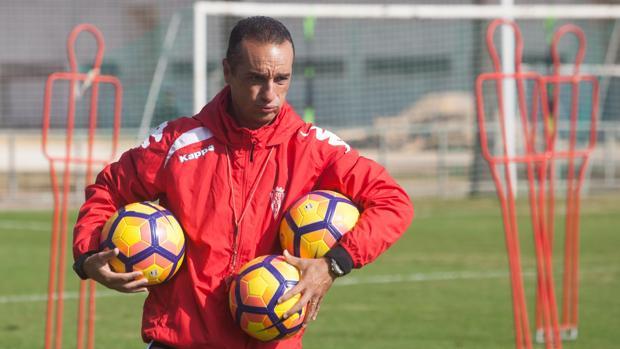 José Luis Oltra durante un entrenamiento