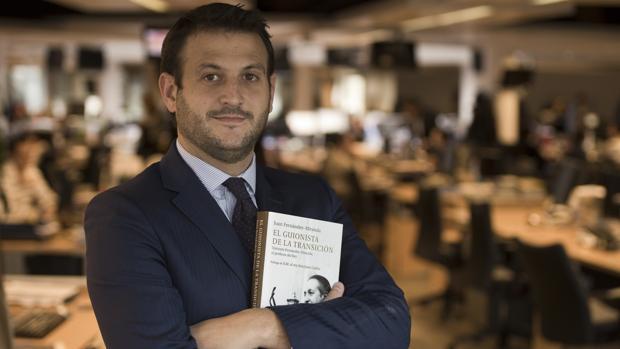 Juan Fernández-Miranda en la Redacción de ABC