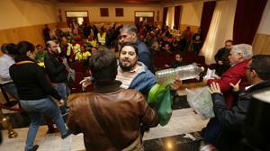 Los parcelistas vuelven a reventar el Pleno de Córdoba y obligan a iniciarlo a puerta cerrada