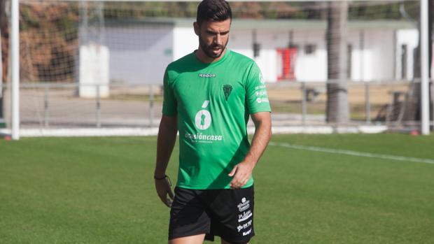 Domingo Cisma, defensa del Córdoba CF en un entreneminto