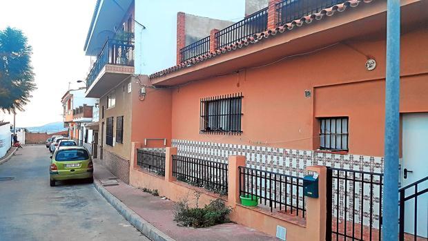 Vivienda de la barriada de Málaga en la que residía la pareja con el bebé fallecido