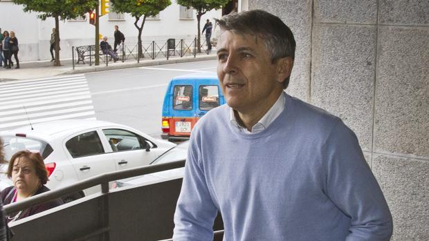El exalcalde de Aljaraque (Huelva) Juan Manuel Orta (PP), en una visita a los juzgados