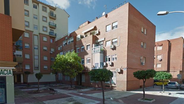 Encuentran un cadáver en descomposición en una vivienda de la plaza del Acuario, en Huelva