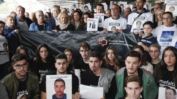 Paco Lobatón participa en la concentración para pedir el regreso de Paco Molina