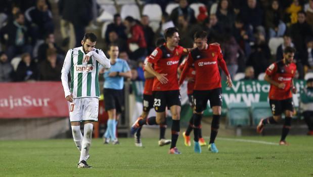 Antoñito se lamenta de un gol del Mallorca en el último partido