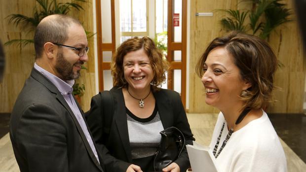 Los delegados de Recursos Humanos y Hacienda junto a la alcaldesa