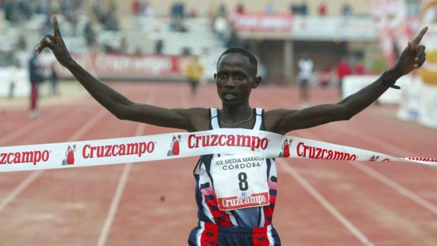 Cherono, a su llegada a meta en El Fontanar en 2003