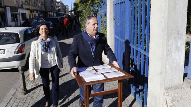 Salvador Fuentes, en una campaña informativa en Levante