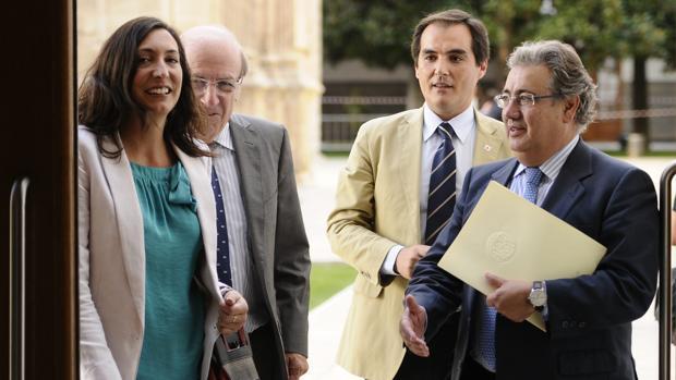 José Antonio Nieto junto a Juan Ignacio Zoido en el Parlamento andaluz