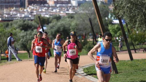 Atletas populares por el parque del Norte de la ciudad