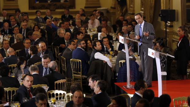 Una sala abarrotada escuchó atentamente las palabras de Ricardo Delgado Vizcaíno