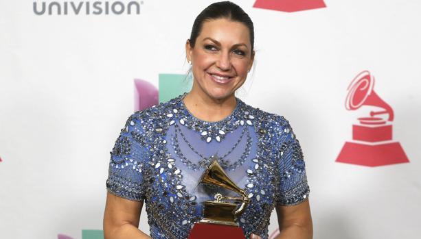 Niña Pastori posa con su Grammy Latino