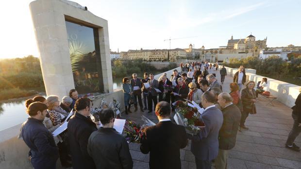 Ofrenda floral a los Santos Mártires