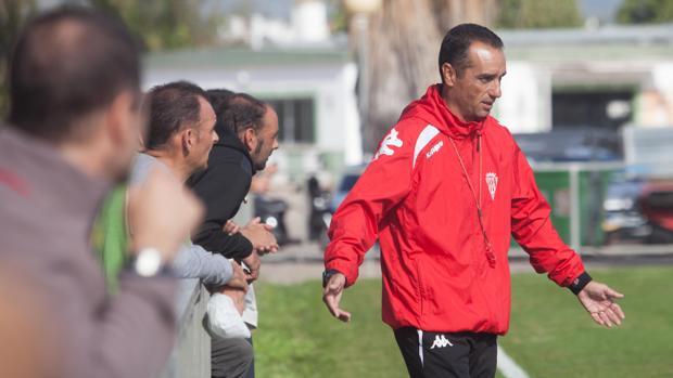 José Luis Oltra en un entrenamiento