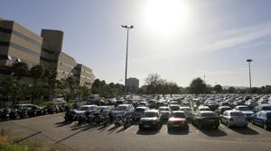 La alcaldesa de Córdoba apoya la creación de una mesa de diálogo sobre el parking del Reina Sofía