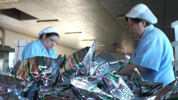 Trabajadoras de la fábrica de la Logroñosa en Montoro
