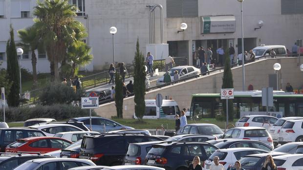 Vista del complejo hospitalario desde el aparcamiento