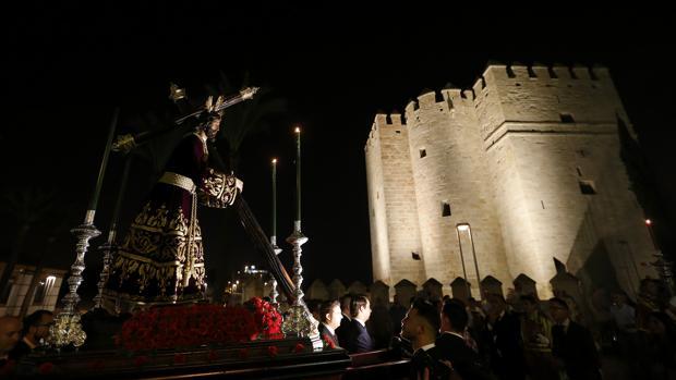 El Señor de los Reyes en Vía Crucis