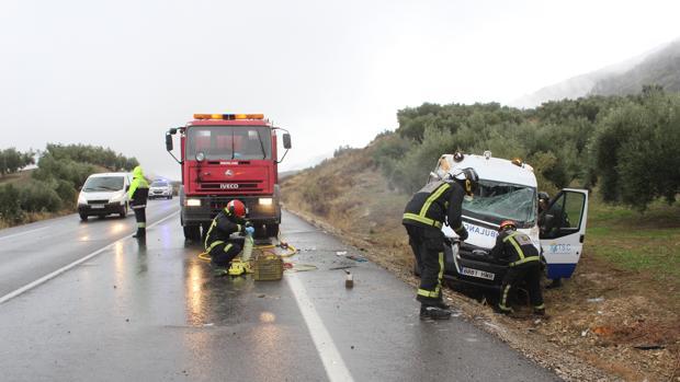 La ambulancia se salió de la carretera en el término municipal de Doña Mencía