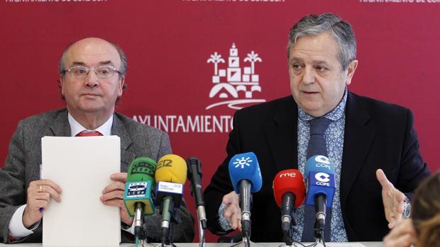 Luis Martín y Salvador Fuentes en una rueda de prensa en el Ayuntamiento