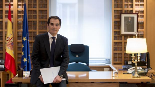 José Antonio Nieto posa en su despacho para ABC Córdoba