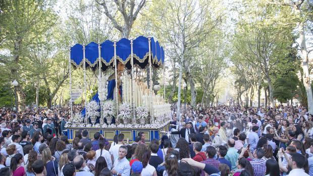Nuestra Señora de la Estrella, durante su procesión