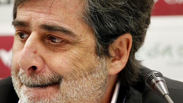 El presidente del Córdoba CF, Carlos González, en una rueda de prensa
