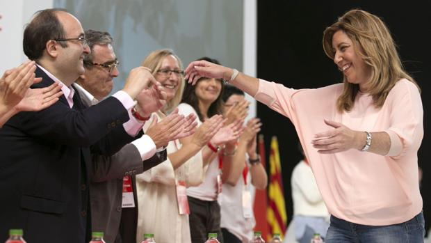 Miquel Iceta y Susana Díaz se saludan en un acto socialista
