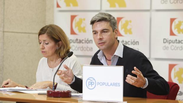 Andrés Lorite y María Jesús Botella en la sala de prensa de la Diputación