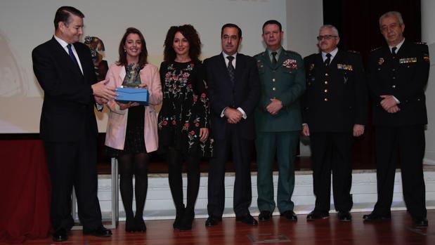 El delegado del Gobierno, Antonio Sanzm, juntoi con algunos de los los premiados