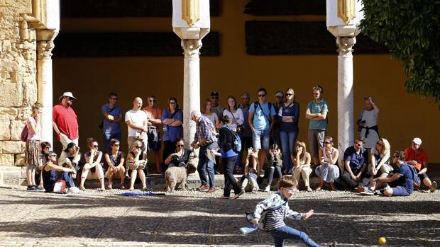 Turistas en Córdoba durante el puente de Todos los Santos