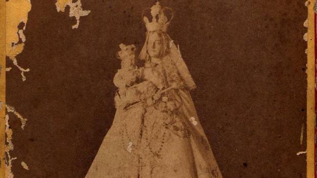 Fotografía antigua de la Virgen de Linares