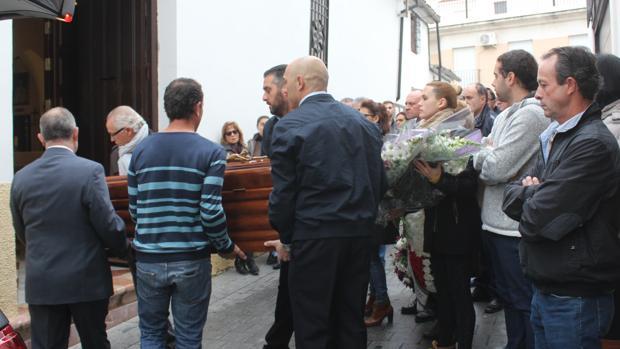 Entierro de la mujer presuntamente asesinada a manos de su hijo, en Montilla