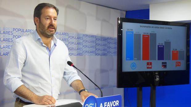 El secretario de Organización del PP de Córdoba, durante una comparecencia