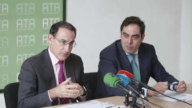 Javier González de Lara y Rafael Amor, ayer en la presentación de su alianza