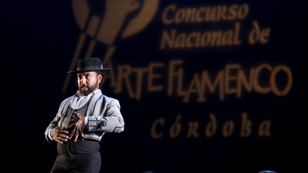 El Barullo en una pose flamenca durante su actuación