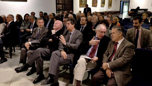 En la primera fila se sentaron todos los presidentes que ha tenido el Parlamento andaluz